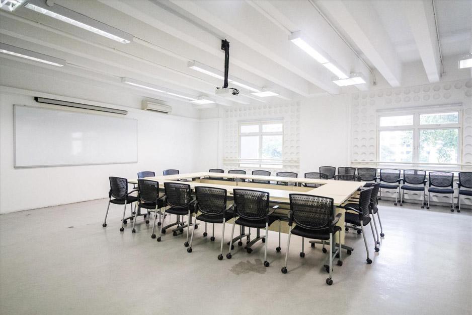 GOODMAN-ART-CENTRE-MEETING-ROOM-STILL-10
