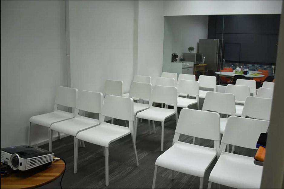 mooc-haus-at-dioworks-meeting-room-event-venue